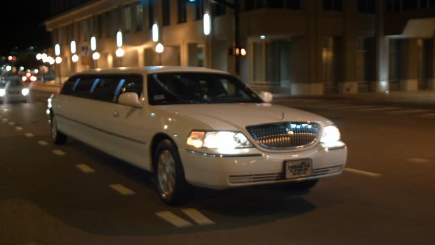 ليموزين القاهرة اسرع وارخص و افضل ليموزين في مصر بأحدث موديلات السيارات التي تناسب احتياج جميع عملائنا بالأضافة لاسعارنا الاقتصادية